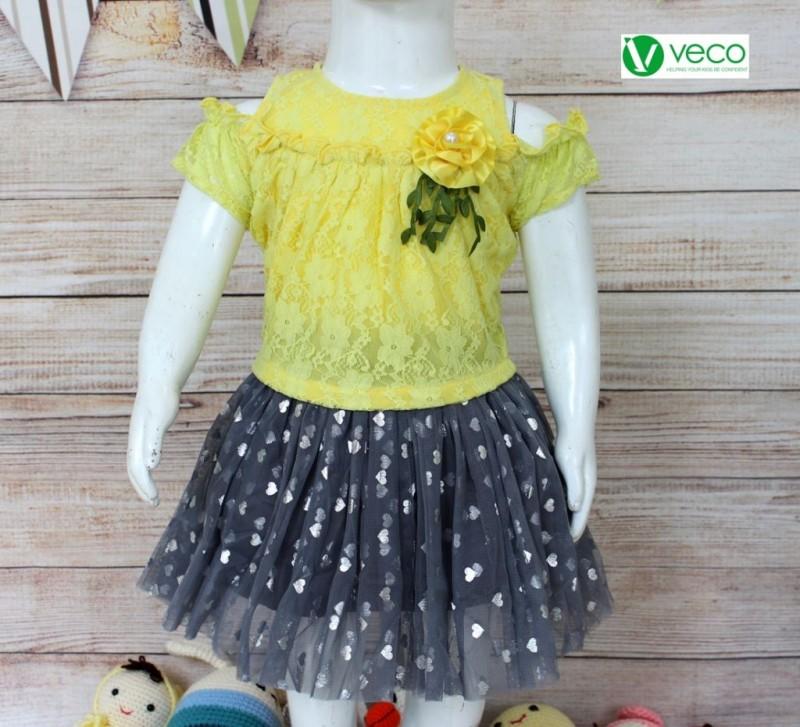xưởng may quần áo trẻ em giá sỉ Veco - bộ váy ren xinh xắn màu vàng