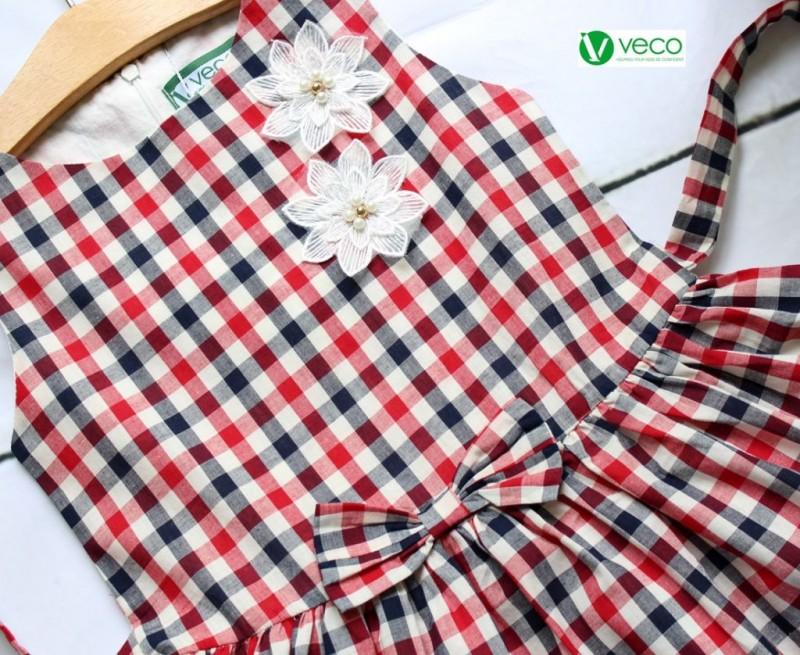 Xưởng may quần áo trẻ em giá sỉ Veco - đầm sọc caro phối ren cài nơ hoa